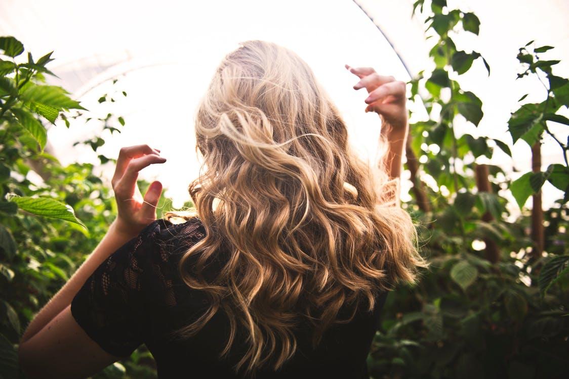 como lavar el cabello correctamente.
