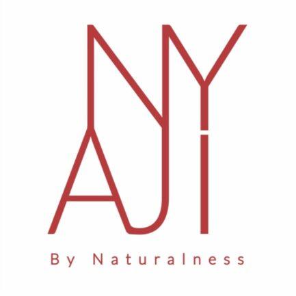 logotipo marca nyaji letras color rojo